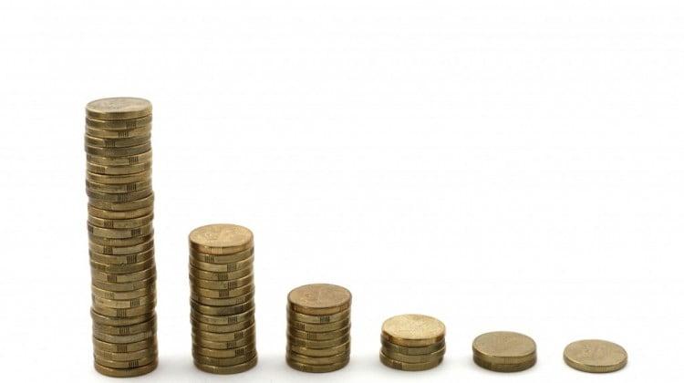 Interest rate cut: Australian dollar stacks in descending order