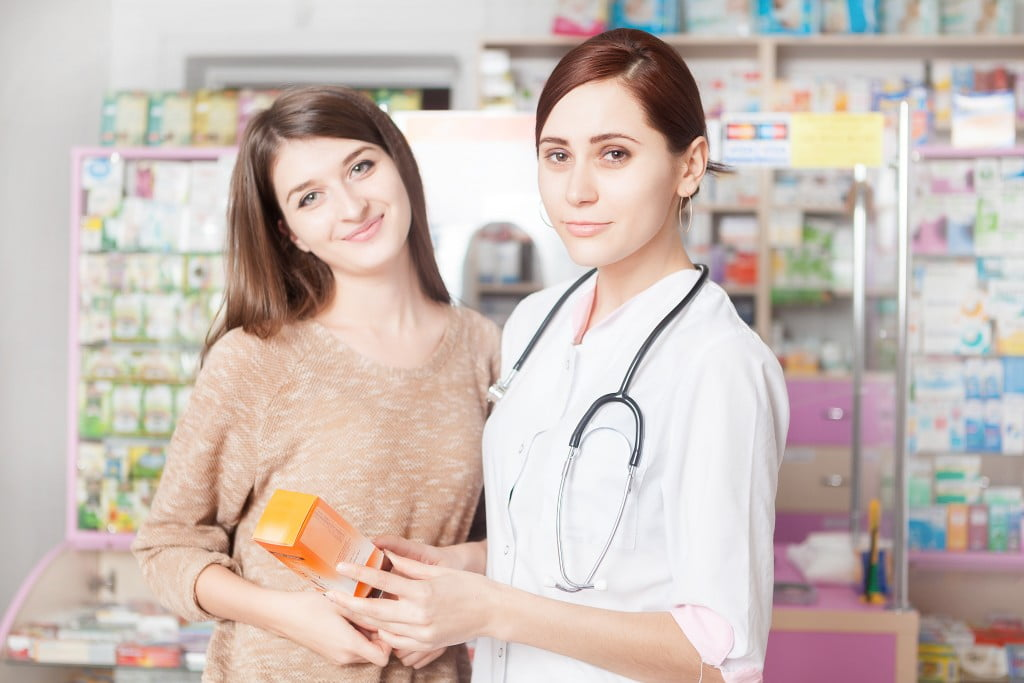 top 100 customers: pharmacist talks to customer