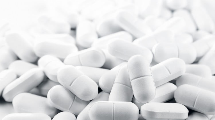 white capsules, that resemble OMG Slim capsules