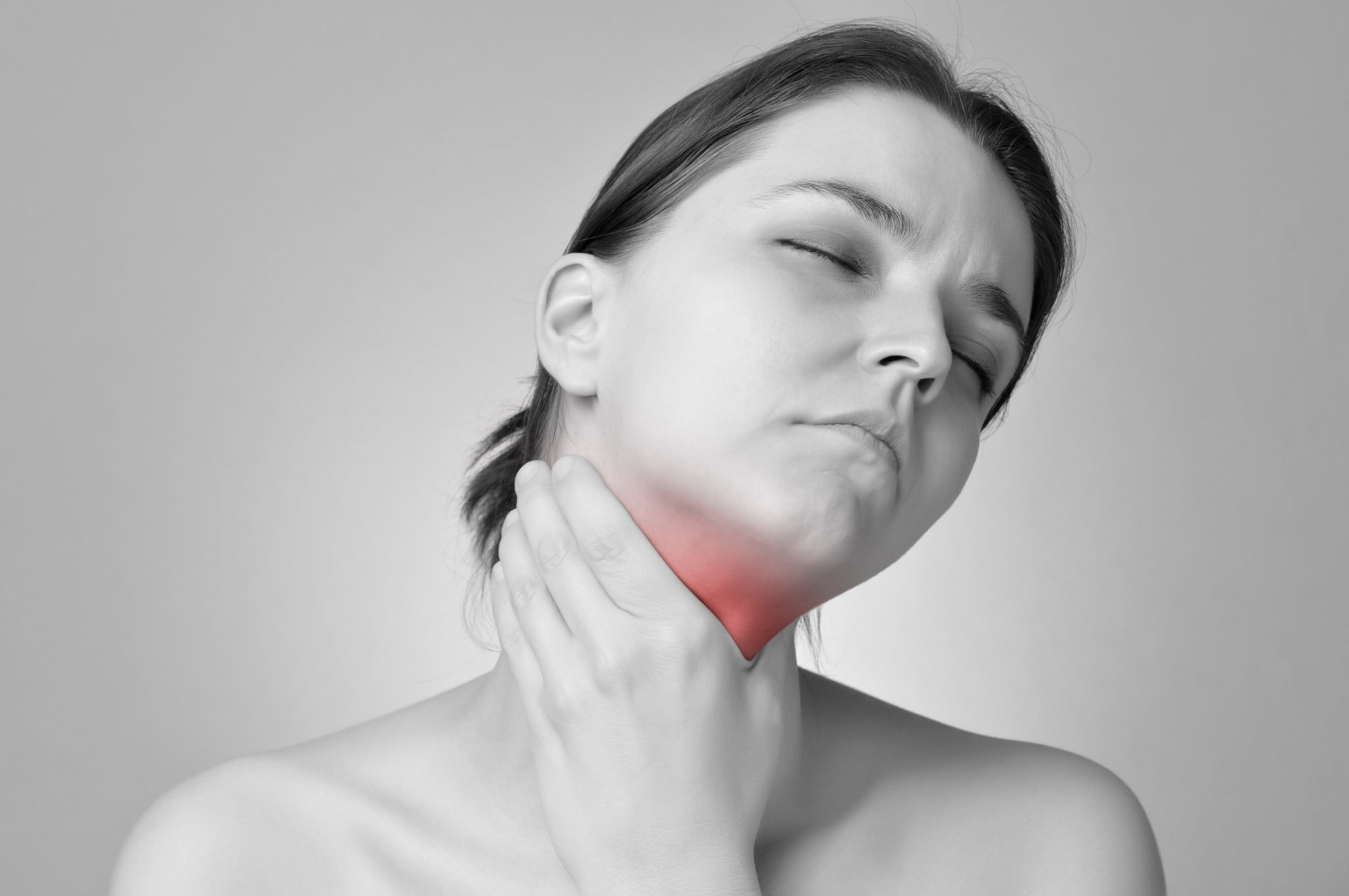 PPIs: woman holds red throat