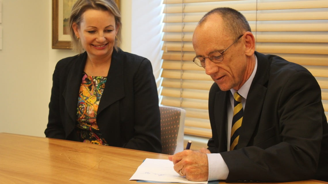 Sussan Ley and David Quilty sign the Sixth Community Pharmacy Agreement