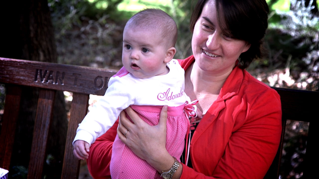 breastfeeding: Carolyn Mitchell with baby Georgia