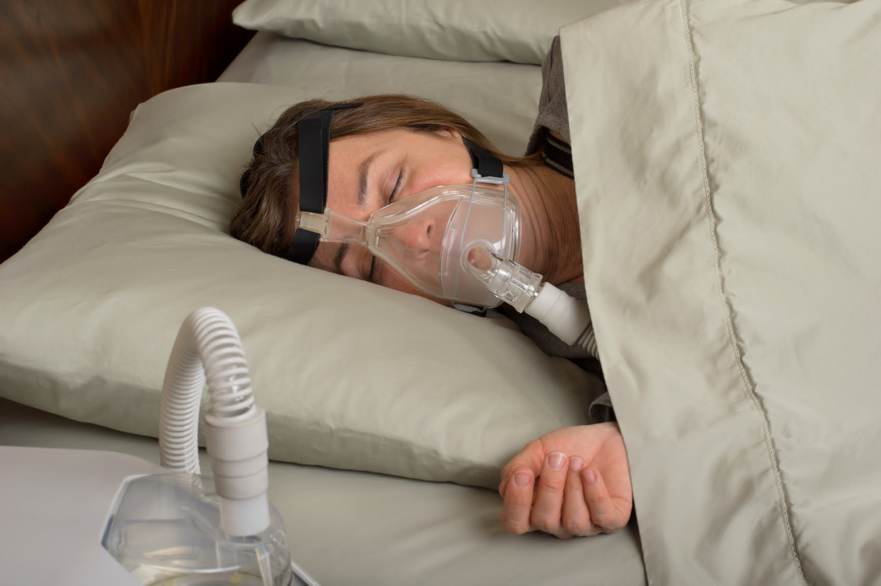 sleep apnoea - woman wearing cpap