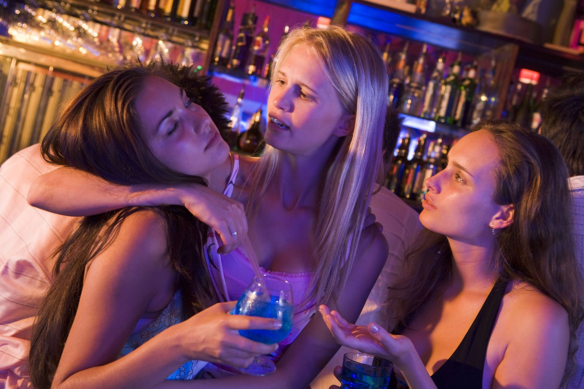 schoolies: three girls at a bar, one looks quite drunk