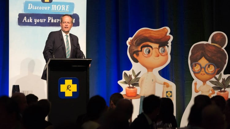 Bill Shorten speaks at the Guild dinner