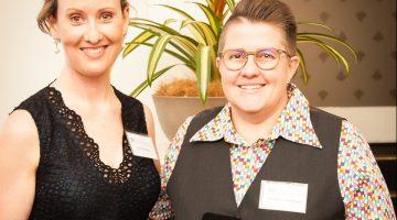 Prof Lisa Nissen FPS receives the PSA QLD Gold Medal Award from Queensland Branch President Jacqueline Meyer.