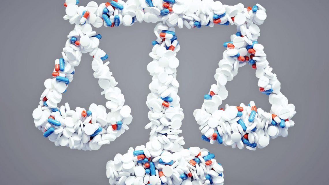legal court gavel drugs pills