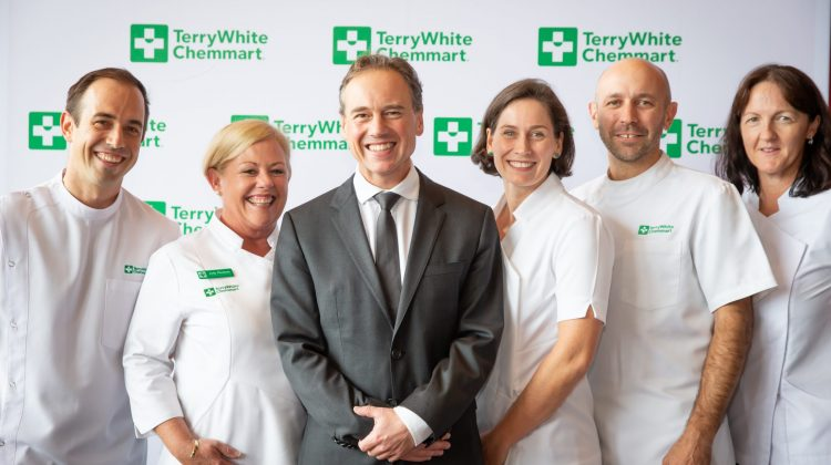 Minister Hunt and TerryWhite Chemmart Pharmacists (L-R) – Chris Campbell, Judy Plunkett, Lucy Walker, Brad Smithson, Susan Lee