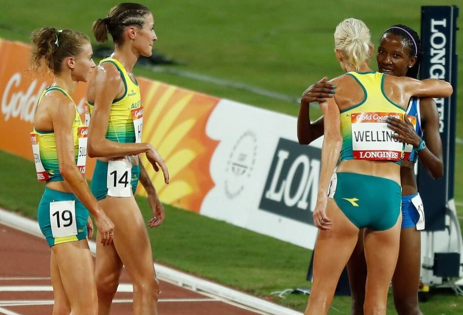Aussie 10,000m trio Celia Sullohern, Madeline Hills and Eloise Wellings waited at the finish line to congratulate every athlete upon finishing the race. Twitter: CommGamesAUS
