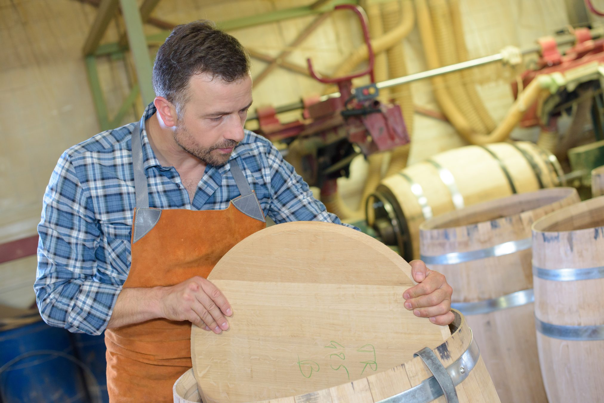 cooper making barrel