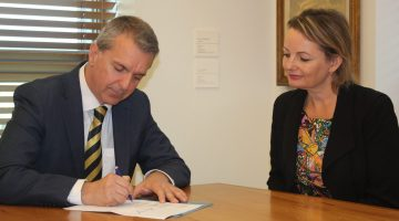 George Tambassis and then Health Minister Sussan Ley sign the 6CPA.