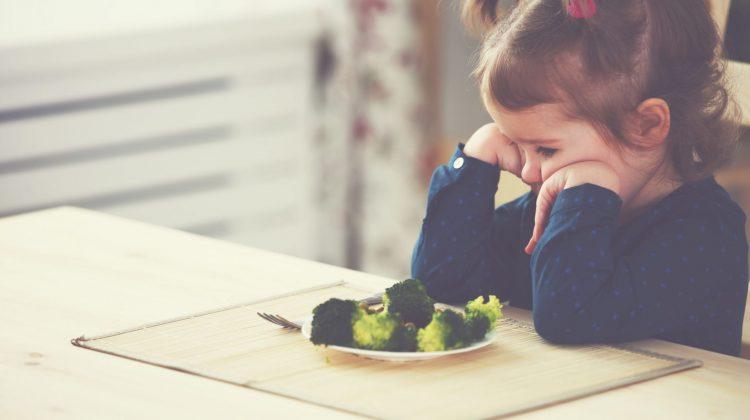 child vegetables food diet