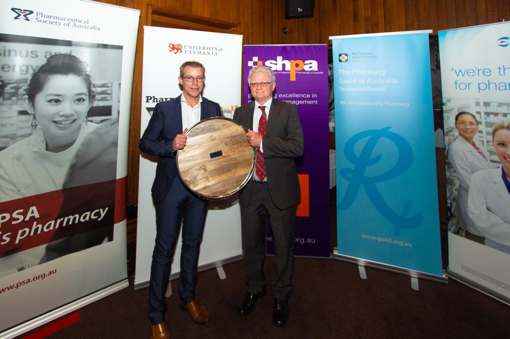 Dr Shane Jackson presents the Tasmanian Pharmacist Lifetime Achievement Award to Graeme Holloway