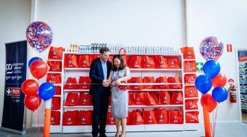 Simon Reynolds, Pharmacy Alliance (L) with Xing Mao, AHPC (R)