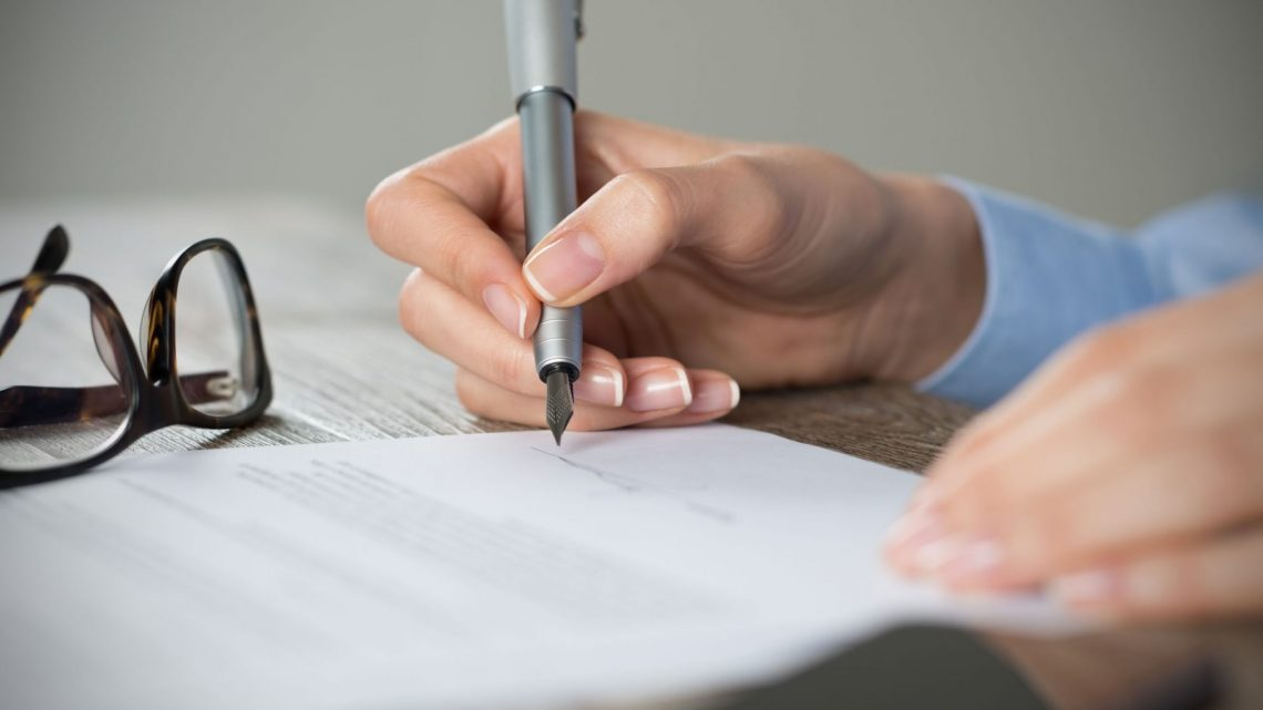 signing contract business lease