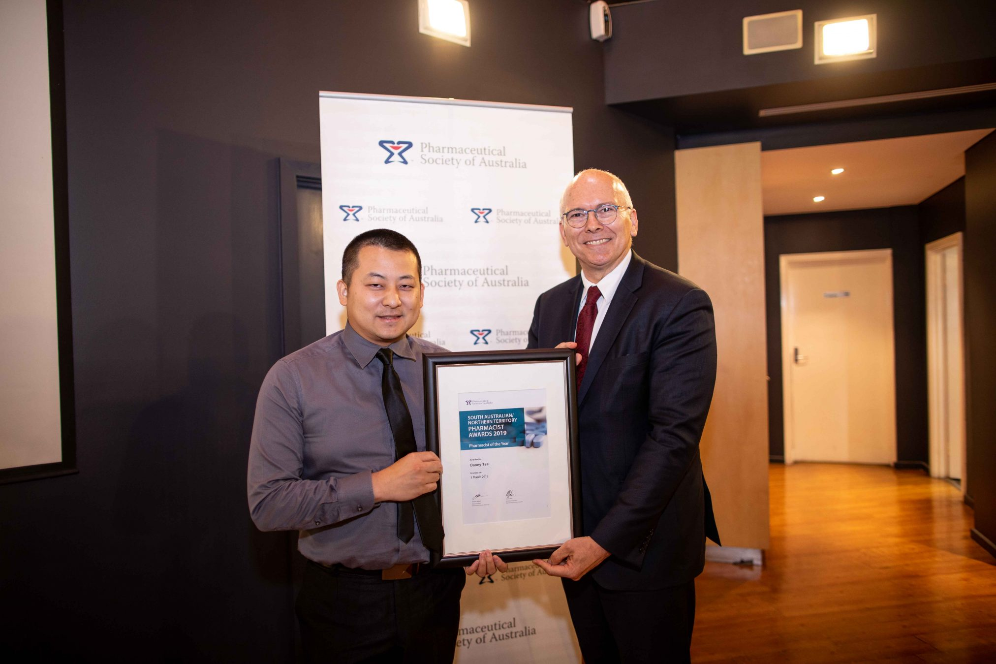 The Hon David Pisoni MP presents the SA/NT Pharmacist of the Year Award to Dr Danny Tsai