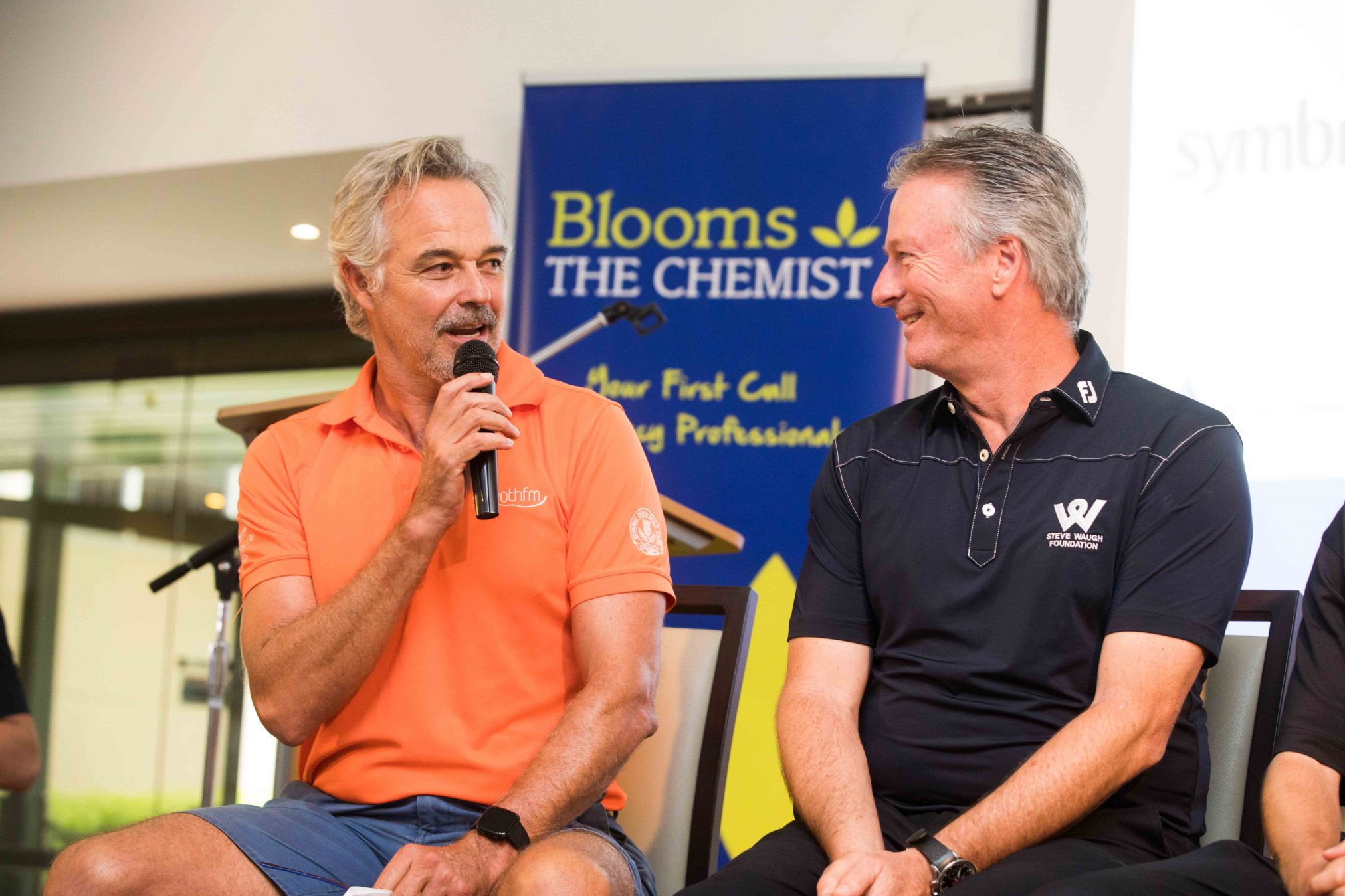 Cameron Daddo and Steve Waugh talk golf at the recent Blooms charity event.