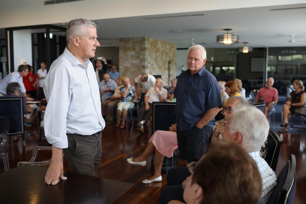 Michael McCormack talks to locals in Bonny Hills. Image: Michael McCormack via Twitter