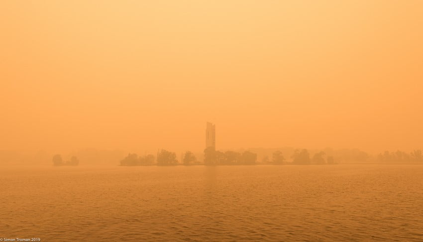 Bushfire smoke at Lake Burley Griffin, Canberra. Image by Simon Troman.